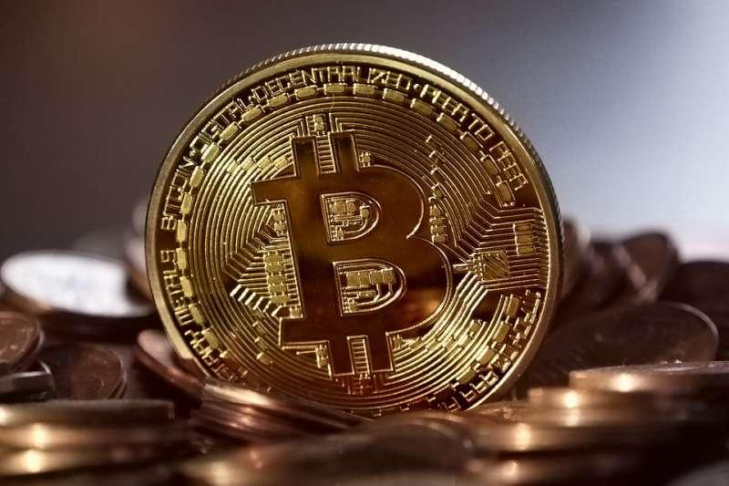 比特幣是目前知名度與市場總值最高的加密貨幣。(圖/pixabay)
