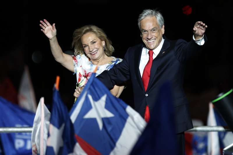 智利總統決選:總統當選人皮涅拉與妻子(AP)