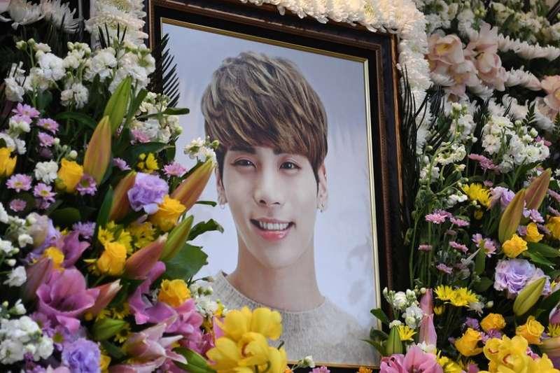 南韓男子偶像團體Shinee成員鐘鉉疑因憂鬱症而自殺身亡(BBC中文網)