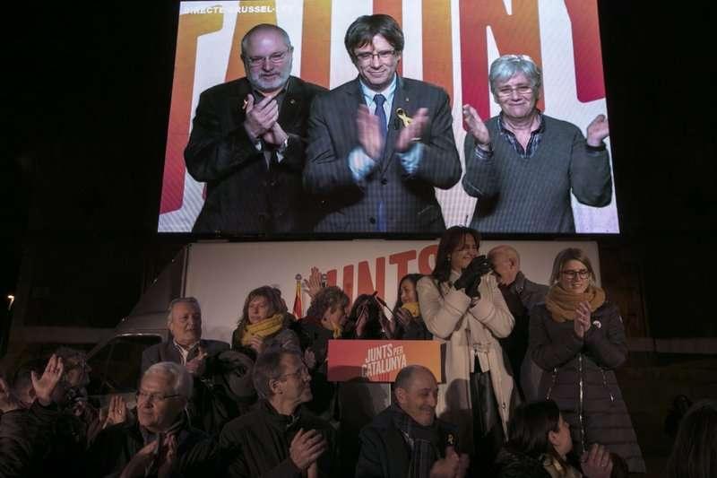 至留在比利時的前加泰隆尼亞自治政府主席普吉德蒙透過視訊影片催票。(美聯社)
