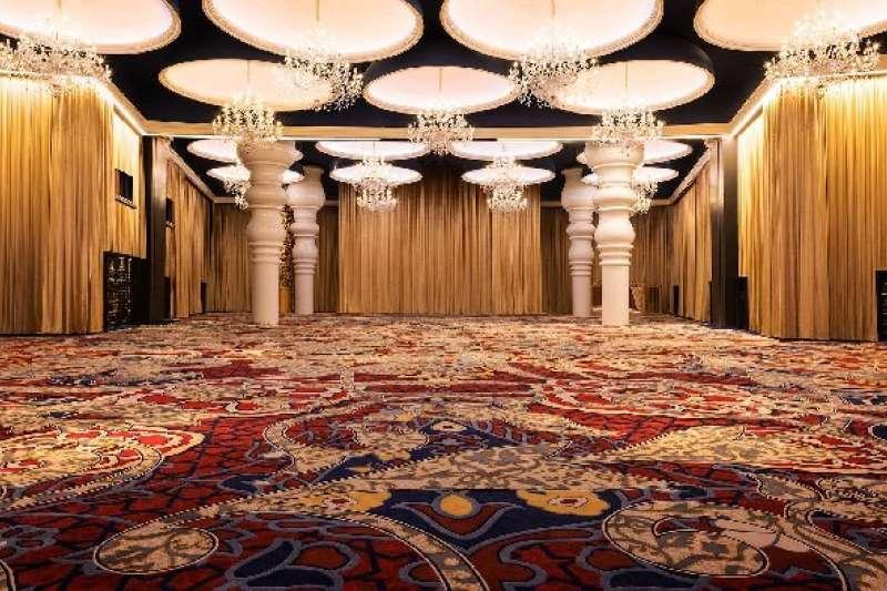 荷蘭設計鬼才 Marcel Wanders 近日在阿拉伯半島全新打造的蒙德里安酒店Mondrian Doha 融合天方夜譚的精采設計,讓人感受到極簡主義外的迷情。(圖/取自Mondrian Doha、Marcel Wanders,明日誌提供)