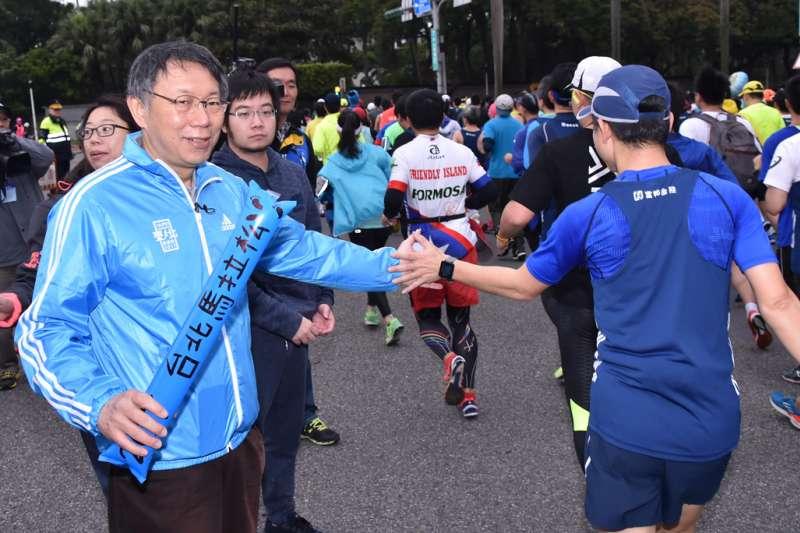 2017臺北馬拉松開跑,台北市長柯文哲到場。(台北市政府提供)