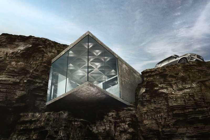 懸於峭壁之上的加拿大小屋外觀十分驚人,大片落地窗美景盡收眼底,讓人享盡遺世獨立之美。(圖/取自LAAV Architects)