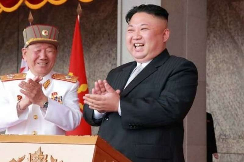 北韓領導人金正恩(右)。(BBC中文網)
