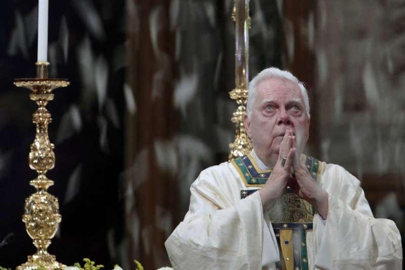 天主教波士頓教區前樞機主教伯納德.勞19日死亡,享壽86歲,他在2002年因包庇神父性侵醜聞而辭職。(美聯社)