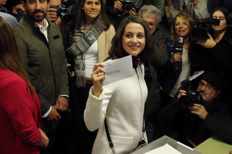 2017年12月21日,西班牙加泰隆尼亞自治區議會選舉,支持統一的「公民黨」領袖艾莉瑪達絲(Ines Arrimadas)投票(AP)