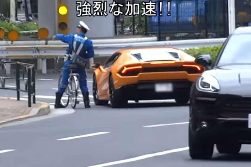 被單車警車追上開單的藍寶堅尼超跑。