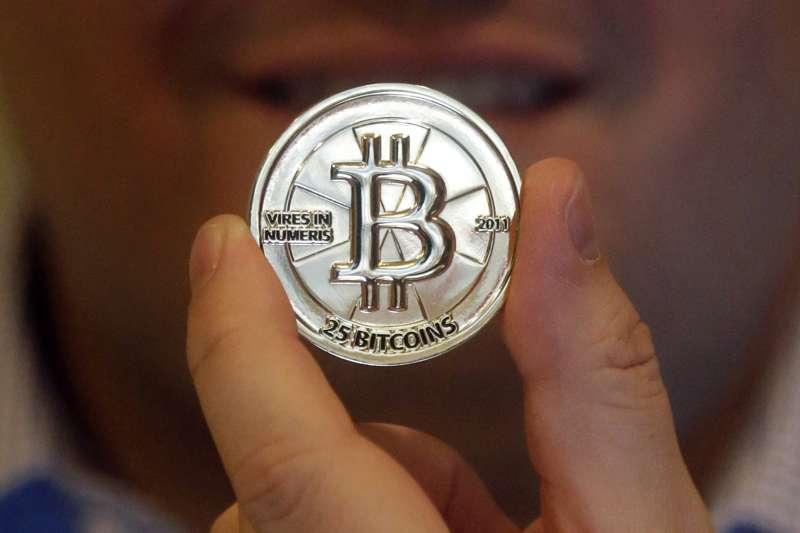 比特幣一天內暴跌25%,具體原因不明。(美聯社)