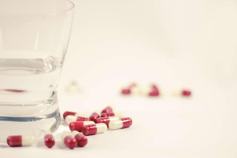 國人自覺受到藥害提出救濟申請,卻被駁回的原因多是什麼?示意圖。(資料照,取自pixabay/CC0)