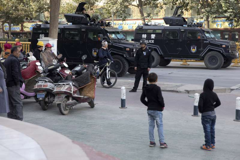 中國新疆維吾爾自治區情勢緊繃,政府嚴密監控(AP)