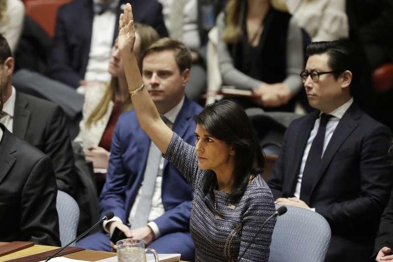 美國草擬的對北韓新制裁案獲得聯合國安理會一致贊成,圖為美國駐聯合國大使海莉(AP)