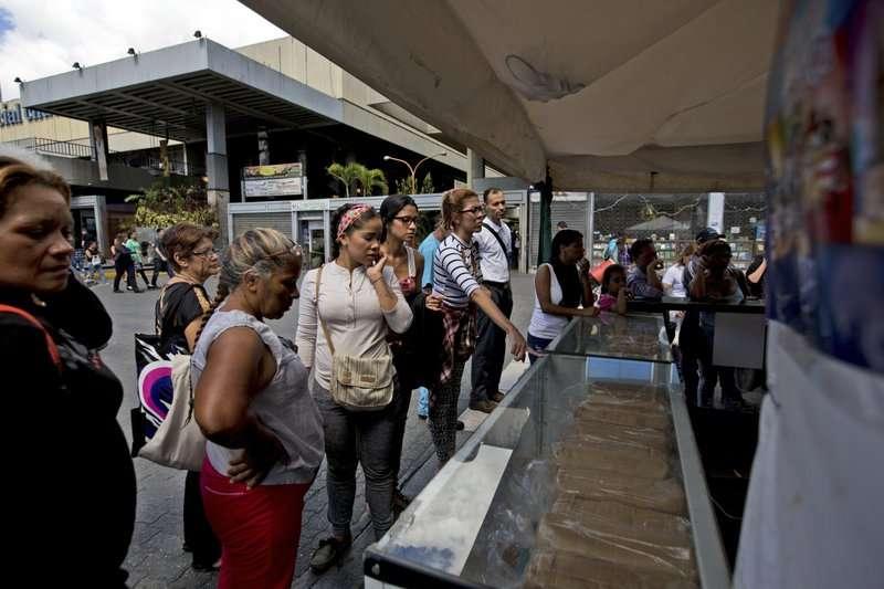 火腿麵包是委內瑞拉傳統的聖誕節主食,隨著委內瑞拉通膨嚴重,民眾紛紛詢問麵包的價格。(美聯社)