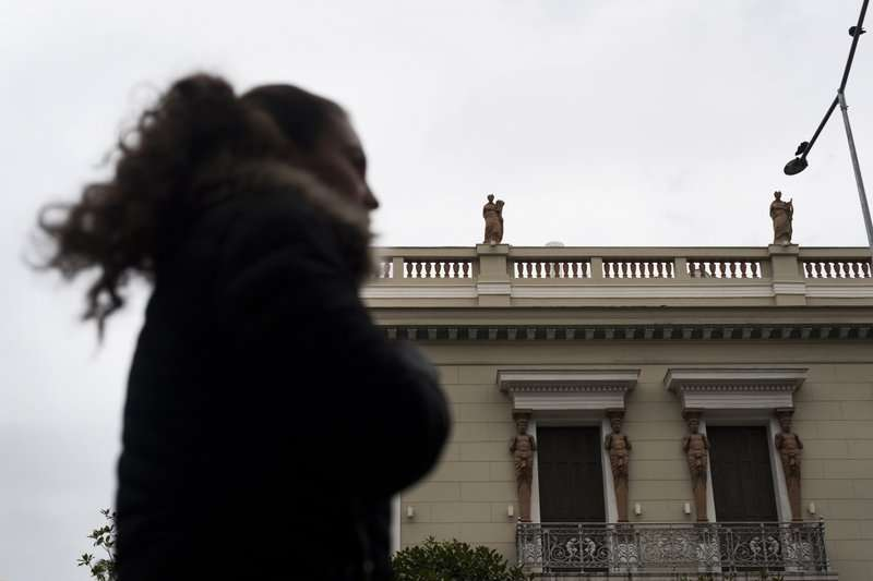 希臘古典建築時常使用陶塑雕像裝飾欄杆、窗戶。(美聯社)