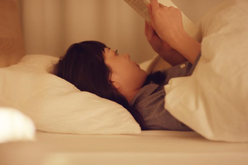 明明天氣冷應該很好睡的,怎麼還是失眠?心理師分析3個主要原因,一一解決它!(示意圖非本人/翻攝自youtube)