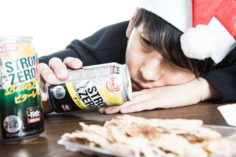 要保護肝臟,千萬別喝酒!(圖/すしぱく@pakutaso)