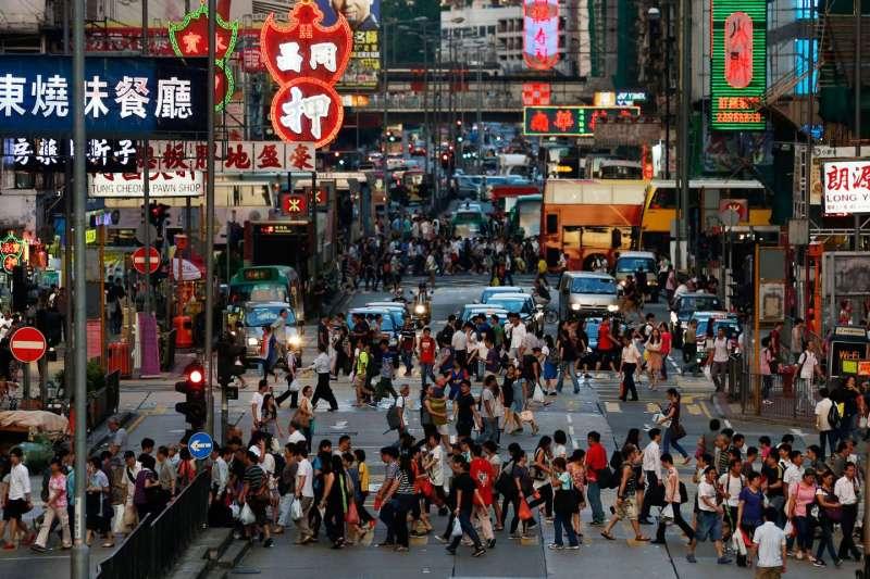 2017年香港年度漢字「貴」,反映物價飛漲,民眾的切身之痛。(美聯社)