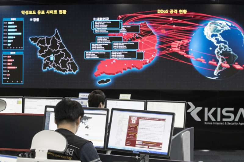 駐華外國記者協會22日發布聲明指出,北京當局持續加強控制網路,多方剝奪民眾資訊取得管道。示意圖。(資料照,美聯社)