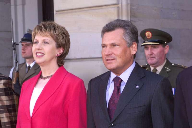 亞歷山大·克瓦斯涅夫斯基與愛爾蘭共和國總統瑪麗·麥亞烈斯。(圖/Chancellery of the President of the Republic of Poland|想想論壇提供)