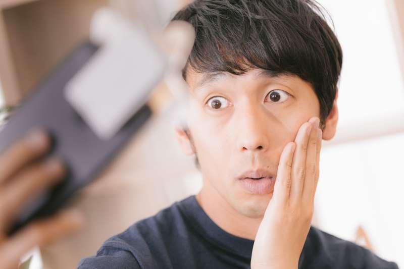 男生也要懂得保養皮膚喔!(圖/pakutaso)
