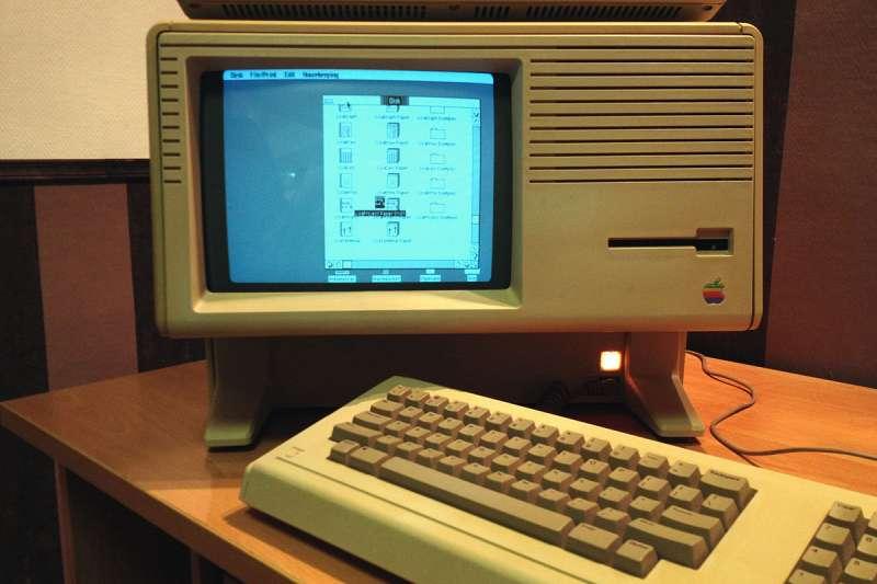 蘋果經典電腦Lisa雖然當時推出時銷量不佳,卻是改變電腦歷史的經典大作!(圖 /wikimedia commons)