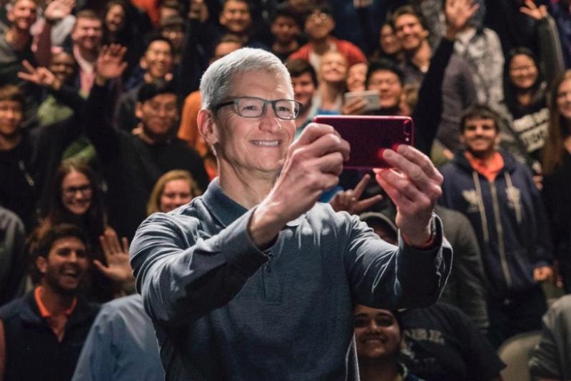 蘋果2017年業績特別好,CEO庫克大加薪,年終荷包滿滿,富上加富!(圖/取自twitter)