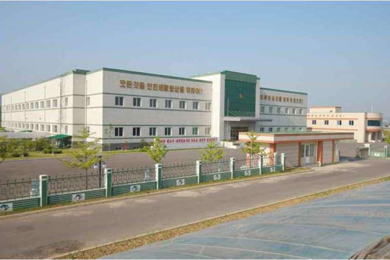 位於平壤郊區的「柳京泡菜廠」是北韓最新的樣板工廠,未來計畫在全國推行相同的科學化泡菜生產模式。(取自勞動新聞)