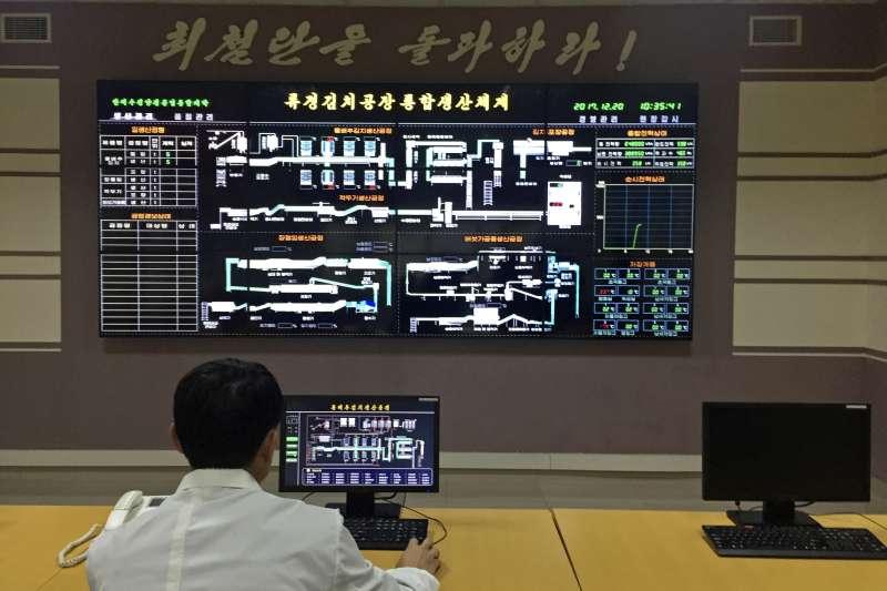 「柳京泡菜廠」中的泡菜分析儀,用於分析泡菜的乳酸數值和鹹度。(美聯社)
