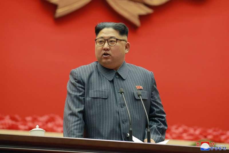 2017年12月23日,北韓最高領導人金正恩主持勞動黨會議(AP)