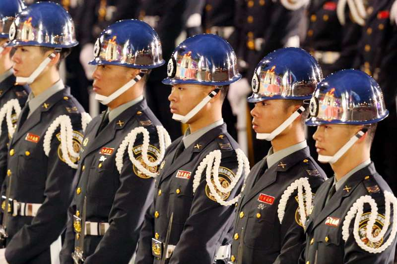 2018-01-01-總統府元旦升旗典禮,陸軍儀隊。(台北市攝影記者聯誼會提供)