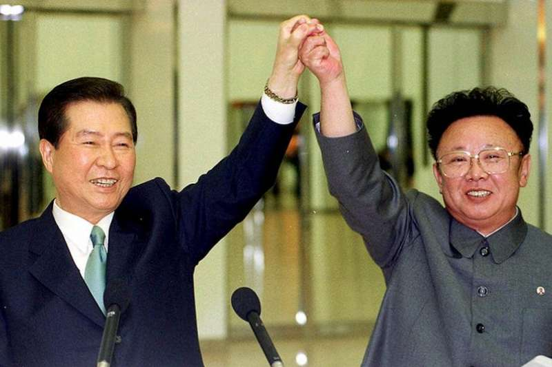 2000年,韓國總統金大中與北韓領導人金正日在平壤會晤。(德國之聲)