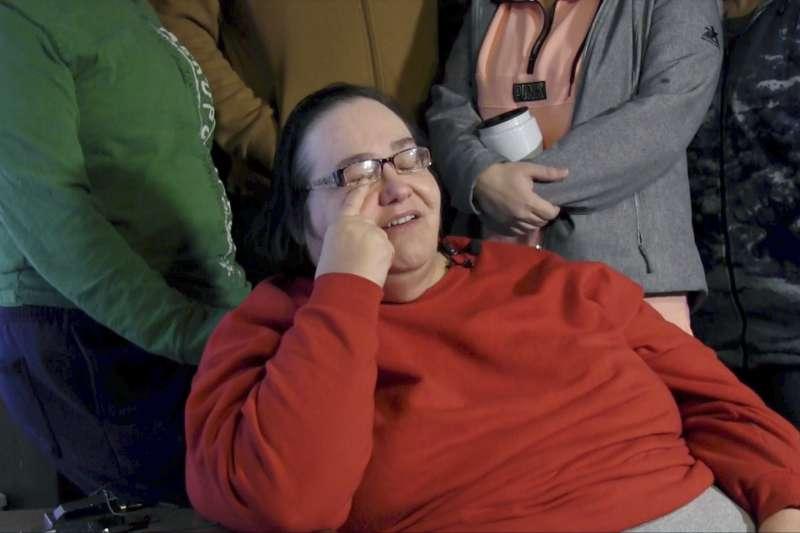 堪薩斯州報假警事件:遭警方擊斃的費奇的母親(AP)