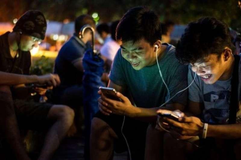 精靈寶可夢Go曾在菲律賓人氣太高,導致當局禁止在政府辦公室內玩這款遊戲。(BBC中文網)