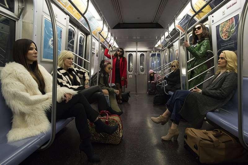 電影《瞞天過海:八面玲瓏》海報,光看卡司就令人相當期待。(取自IMDb)