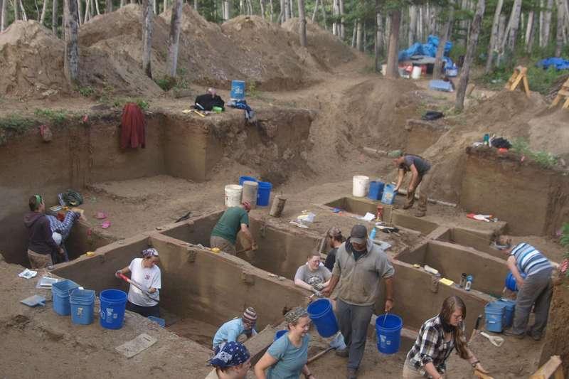 2013年,美國阿拉斯加大學的研究團隊在阿拉斯加州上陽河(Upward Sun River)考古遺址挖出一具嬰兒遺骸(AP)