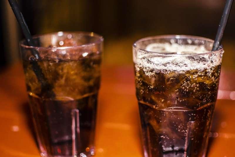 碳酸飲料含的熱量不少(取自Pixabay)