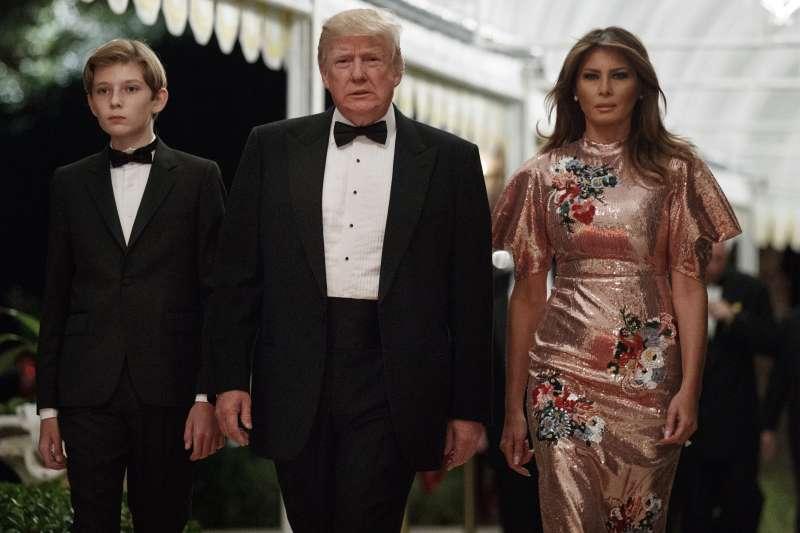 《烈焰與怒火:川普的白宮內幕》一書爆料,川普就職當天心情惡劣,與妻子梅蘭妮亞大吵一架。(美聯社)