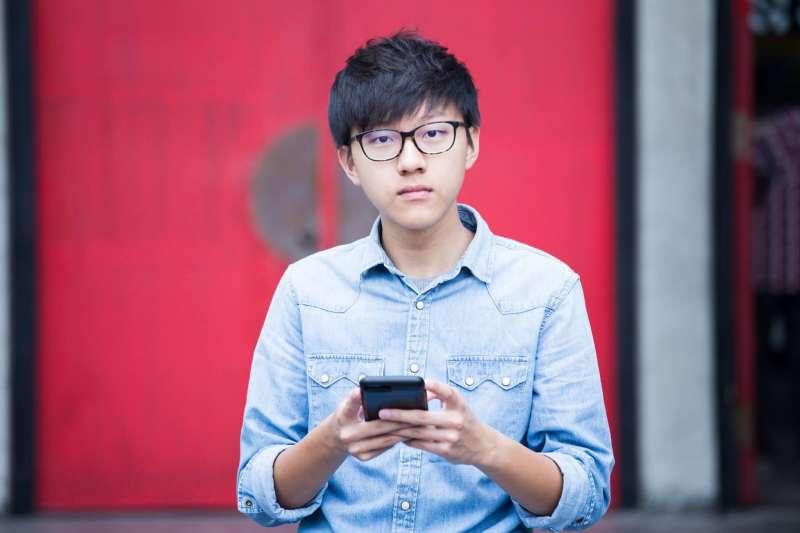 台大學生會長林彥廷在臉書發表章指出,臺灣長期缺乏的人社領域資源,需要更全面、公平的結合分配,否則「重理工、輕人文」的傳統社會觀念,永遠無法扭轉革新。(取自林彥廷臉書)