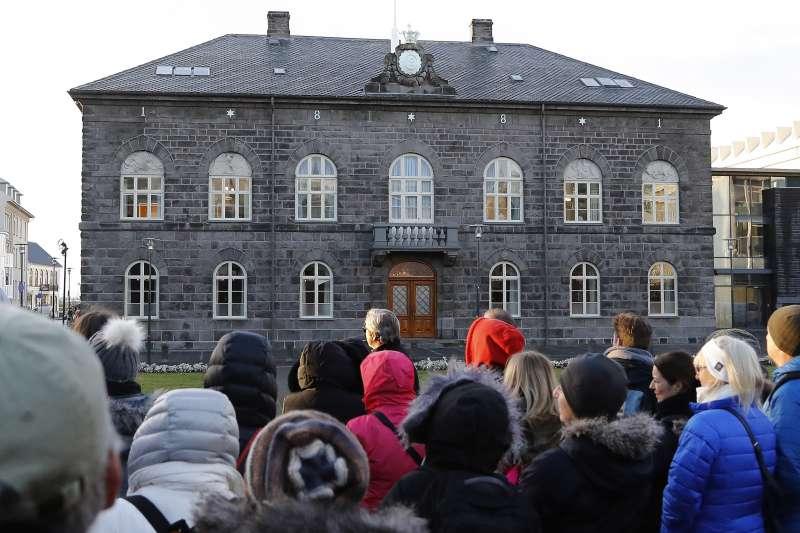 圖為冰島議會。冰島議會在2017年提出保障男女同工同酬的法案,4月提出、6月通過。(美聯社)