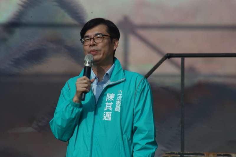 民進黨立委陳其邁6日指出,旗山被稱為「香蕉的故鄉」,應該透過智慧農業與精緻農業讓旗山蕉重返榮耀。(圖/陳其邁辦公室提供)