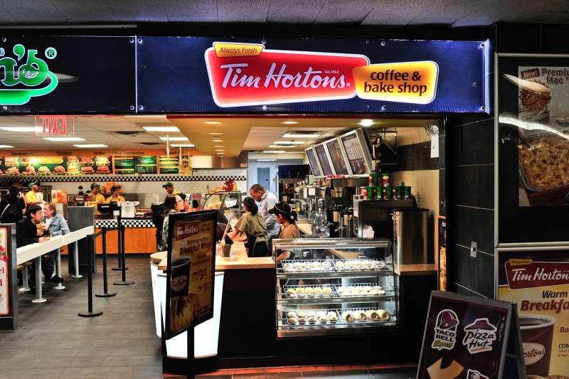 加拿大本土知名咖啡連鎖品牌「提姆霍頓」(Jazz Guy@Wikipedia/CC BY 2.0))