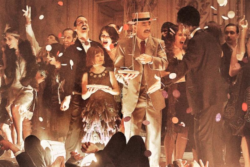除了砸重本打造華麗宴會場面非常有看點之外,法國電影《天上再見》精準刻劃人性貪婪、復仇,曲折的劇情使整部戲高潮不斷。(圖/取自海鵬影業fb)