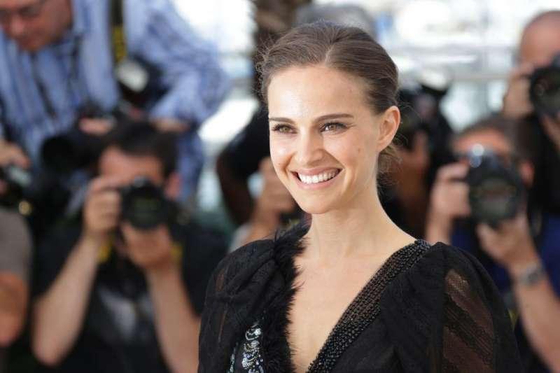 奧斯卡影后娜塔莉波曼7日在金球獎頒獎時大酸好萊塢的性別不平等現象(AP)