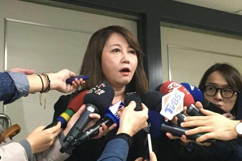 2018-01-09-台北市觀傳局長簡余晏宣布請辭。(王彥喬攝)