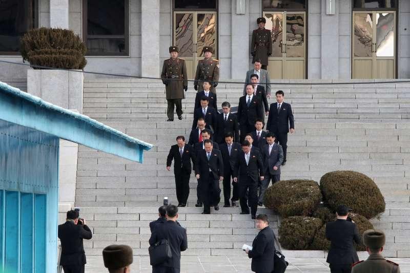 南韓與北韓9日派出代表團在板門店會談平昌冬奧事宜,圖為北韓代表團。(美聯社)