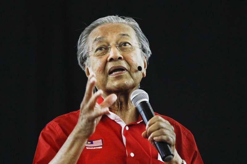 92歲高齡的馬來西亞前總理馬哈地(Mahathir Mohamad)挑戰今年國會大選,期望再登總理大位(AP)