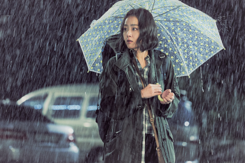 誰說下雨天只能換穿拖鞋或防水雨靴,做好這兩大步驟,鞋子不怕雨淋,腳不再濕答答!(圖/SBS@facebook)