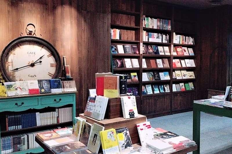 最新統計顯示,中國大陸2017年就出版近50萬種新書,但其中有45.19%年銷量不到10本。光是2016年,就有多達65.75億冊遭下架送進倉庫。圖為福州知名的大夢書屋。(圖 /Ruoxin Yang@wikimedia commons)
