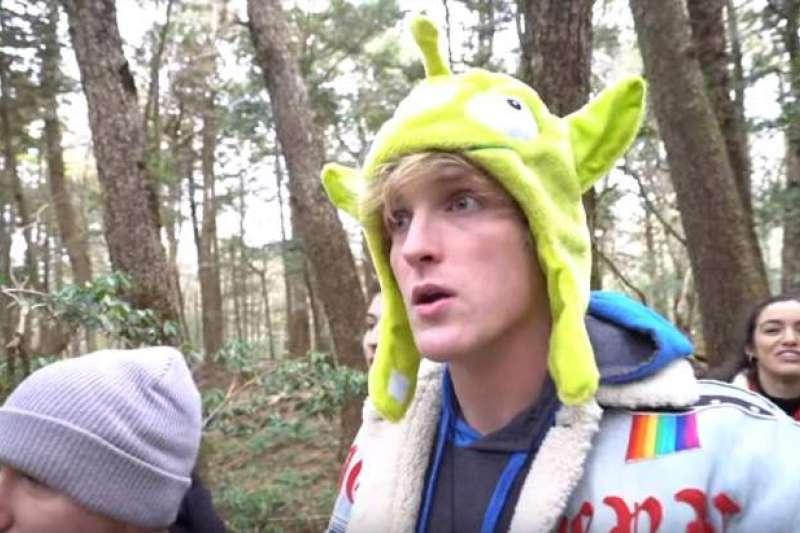 美國網紅保羅去年底在YouTube上傳他到日本自殺森林拍攝的影片,由於拍到上吊的遺體和他輕挑嘻笑的畫面,引發撻伐。(圖取自YouTube)