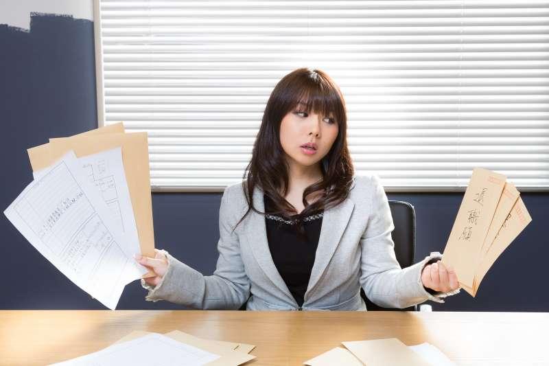 在工作上,我們都得不斷面臨去、留的難題。(示意圖/Pakutaso)