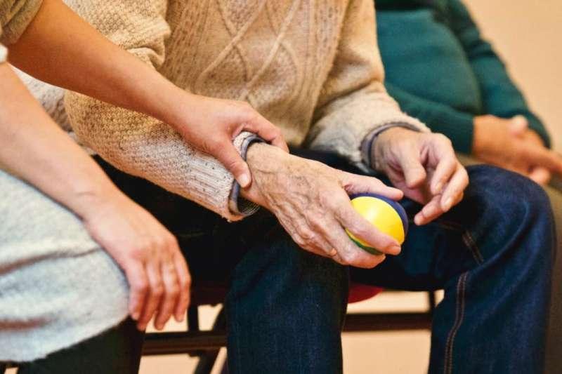 隨著台灣社會高齡化,國人越發重視健康議題。 (圖/網路)